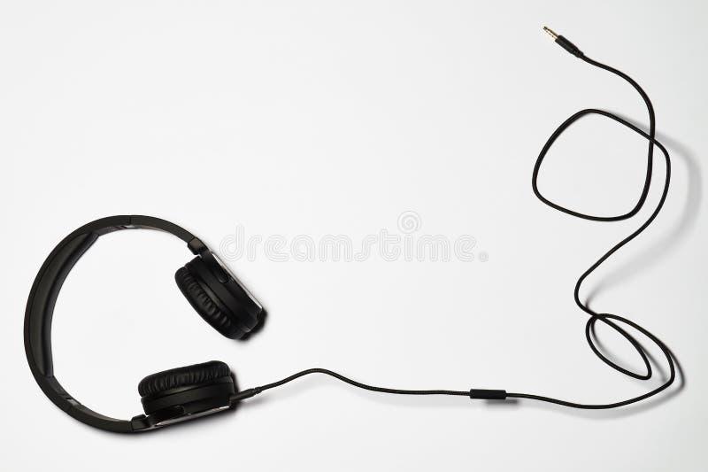 Fones de ouvido audio no fundo branco foto de stock