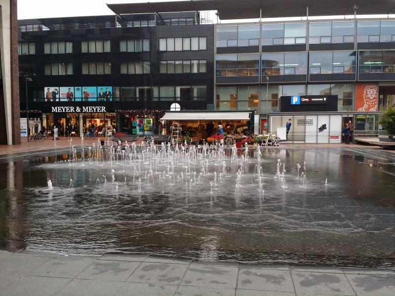 Fontain in der Mitte von Amstelveen Holland lizenzfreie stockbilder