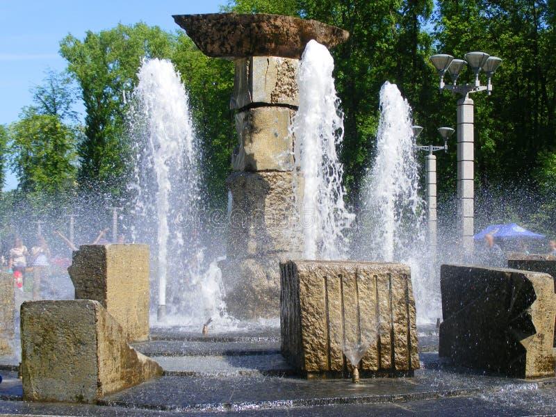 Fontain nel parco del fiume a Minsk immagini stock libere da diritti