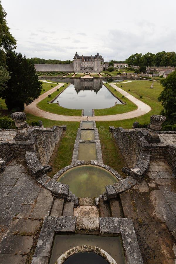 Fontain van het kasteel van La Roche Courbon royalty-vrije stock fotografie