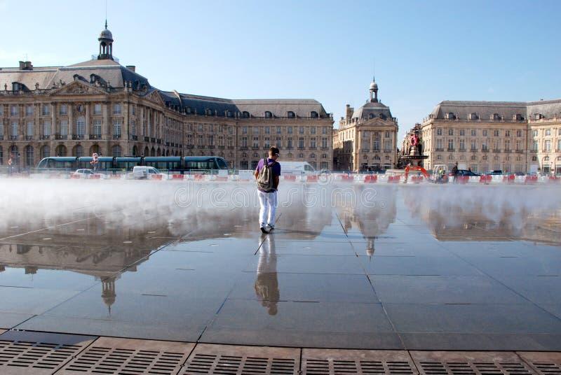 Fontaine à DES Quinconces, Bordeaux d'endroit photo libre de droits