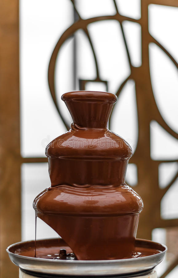 Fontaine étonnante de chocolat image stock