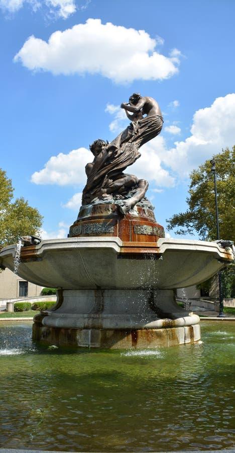 Fontaine artistique images stock