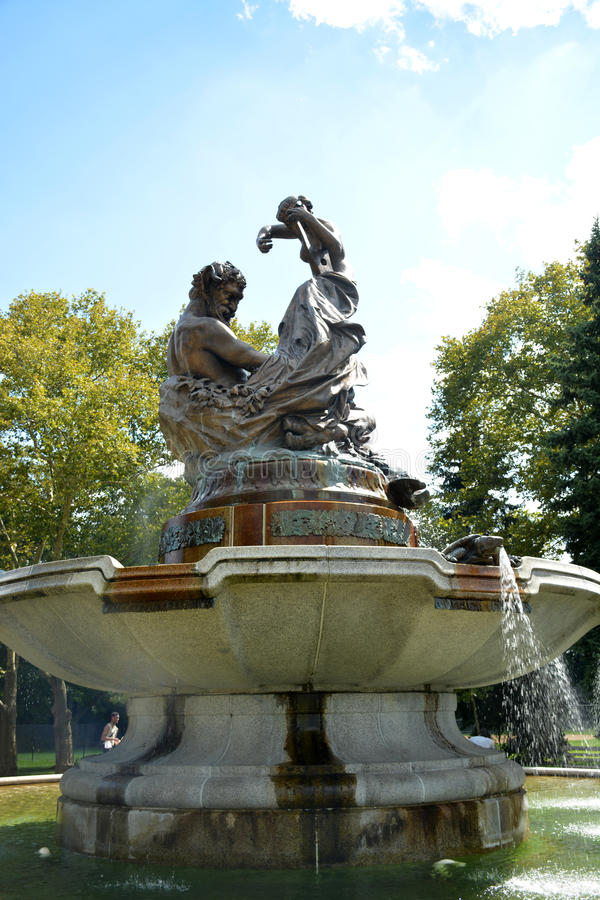 Fontaine artistique photo libre de droits