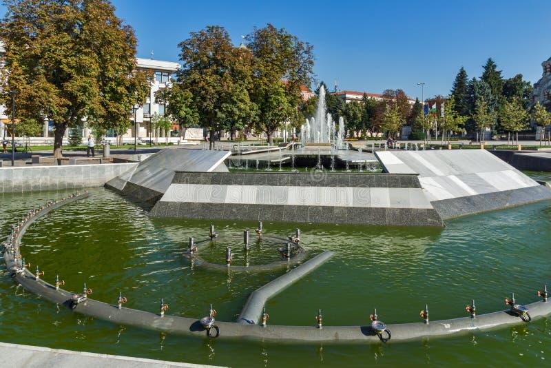 Fontaine au centre de la ville de Pleven, Bulgarie photos stock