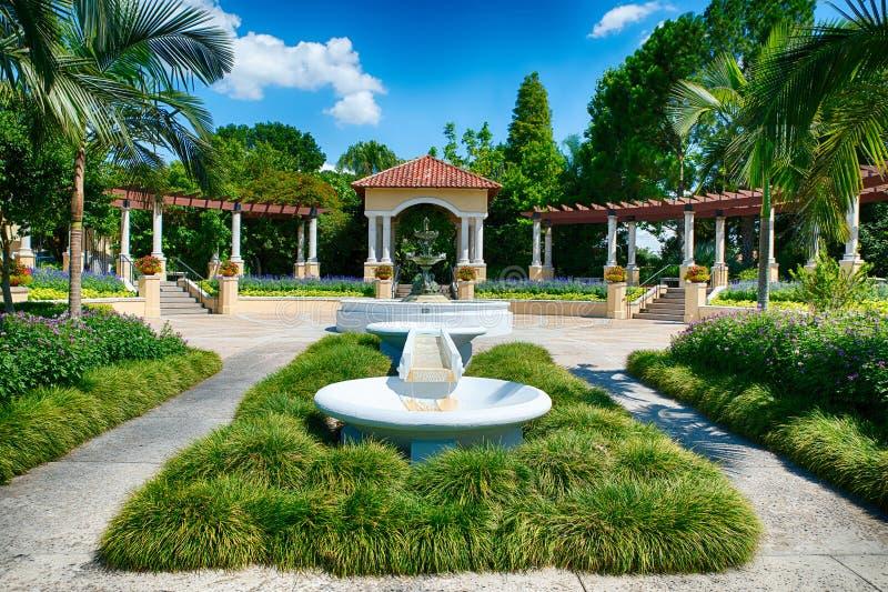 Fontaine au parc public en Région des lacs, FL photo libre de droits