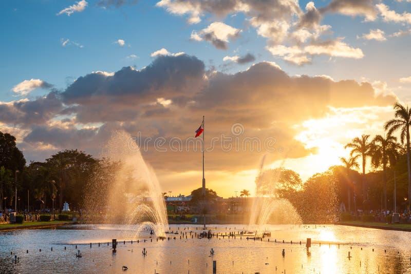 Fontaine au parc Rizal au coucher du soleil, Manille, Philippines images libres de droits