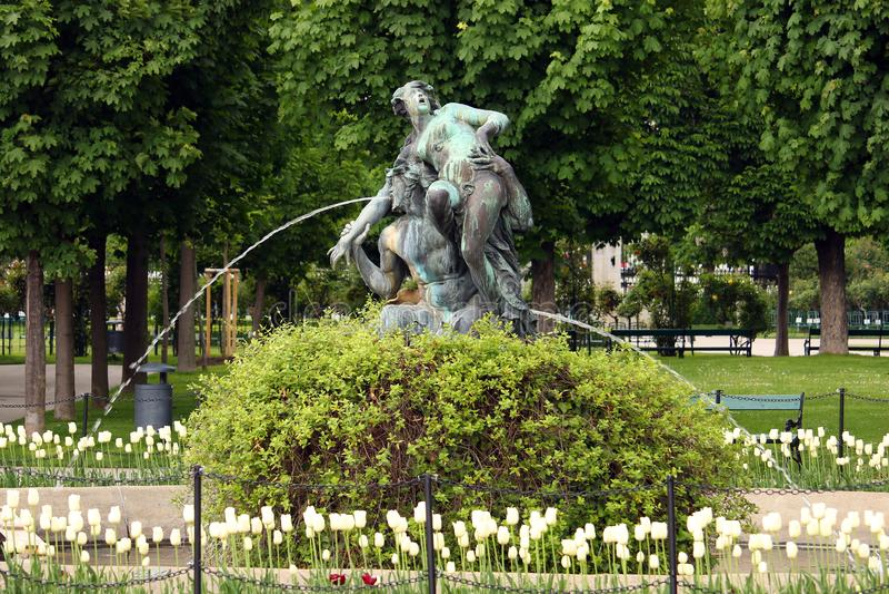 Fontaine avec des statues Volksgarten Vienne de nymphe photographie stock libre de droits