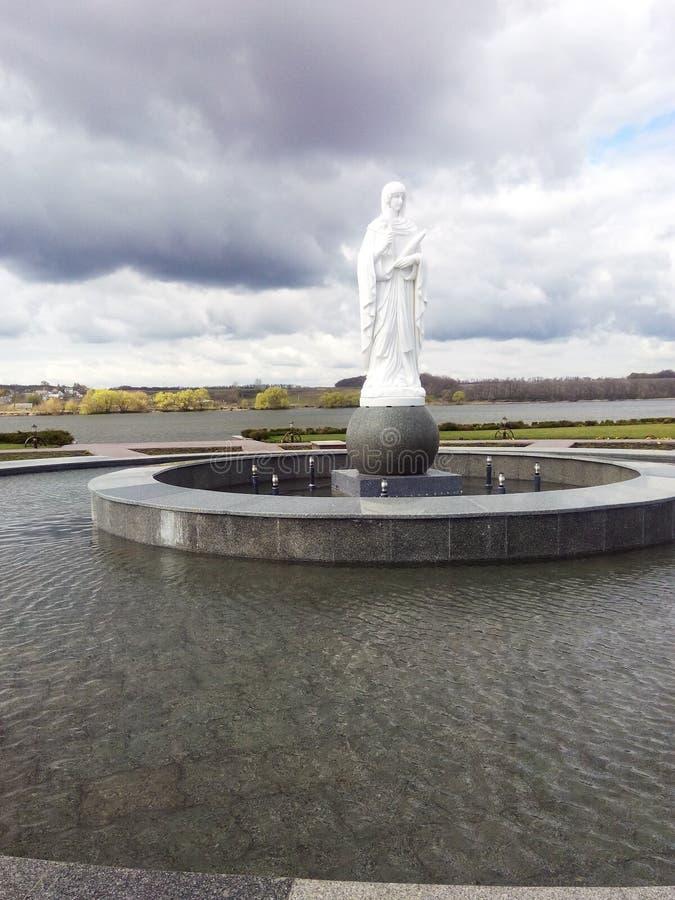 Fontaine avec la sculpture photos libres de droits