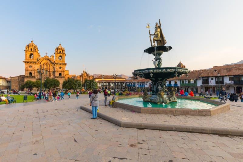 Fontaine avec la statue d'Inca représentant Pachacutec Cuzco photos libres de droits