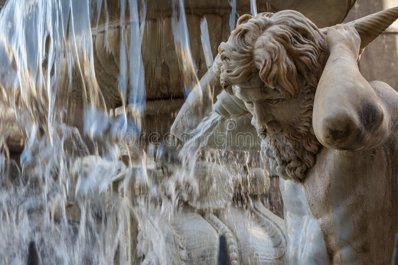 Fontaine baroque dans la partie historique de Catane, île de la Sicile image libre de droits