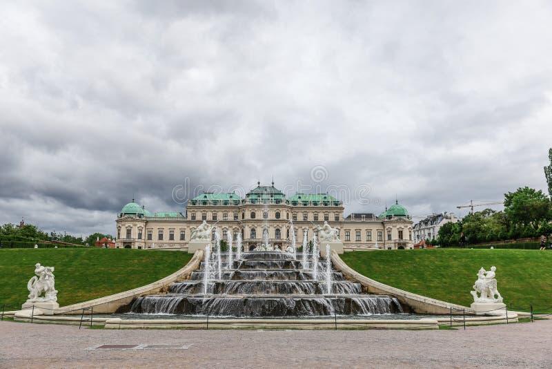 Fontaine baroque et belvédère supérieur à Vienne, Autriche photo stock