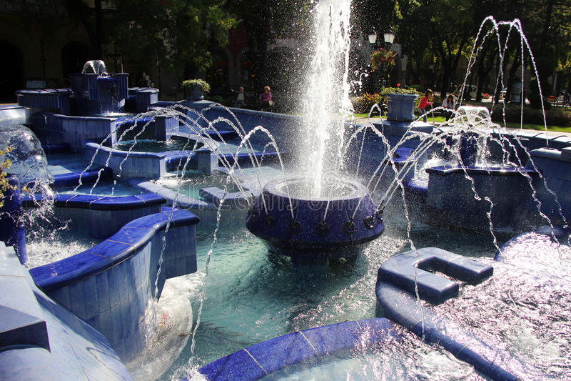 Fontaine bleue dans Subotica image libre de droits