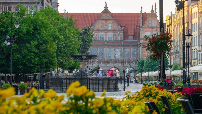 Fontaine célèbre de Neptune à la place de Dlugi Targ de marché à terme à Danzig images libres de droits