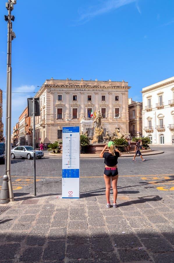 Fontaine d'Artemide à Syracuse, Sicile, Italie photo libre de droits