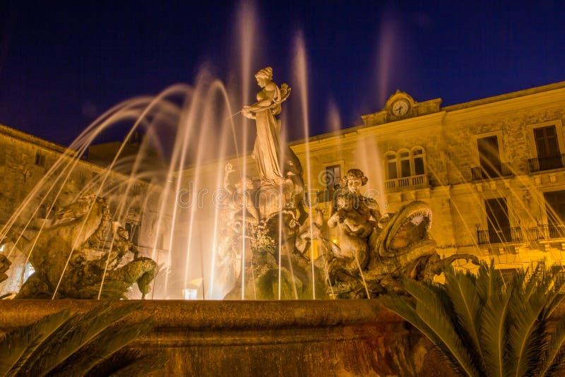 Fontaine d'Artemide Syracuse Siracusa, Sarausa photographie stock