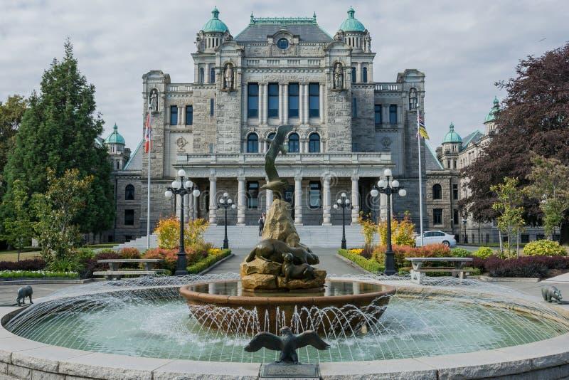 Fontaine d'eau au fond du bâtiment de législature de la Colombie-Britannique chez Victoria British Columbia Canada image stock