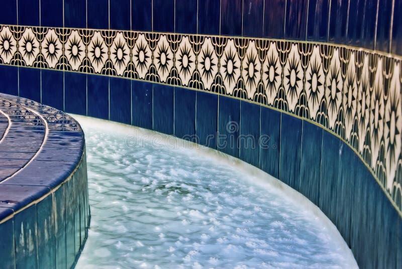 Fontaine d'eau bleue image libre de droits