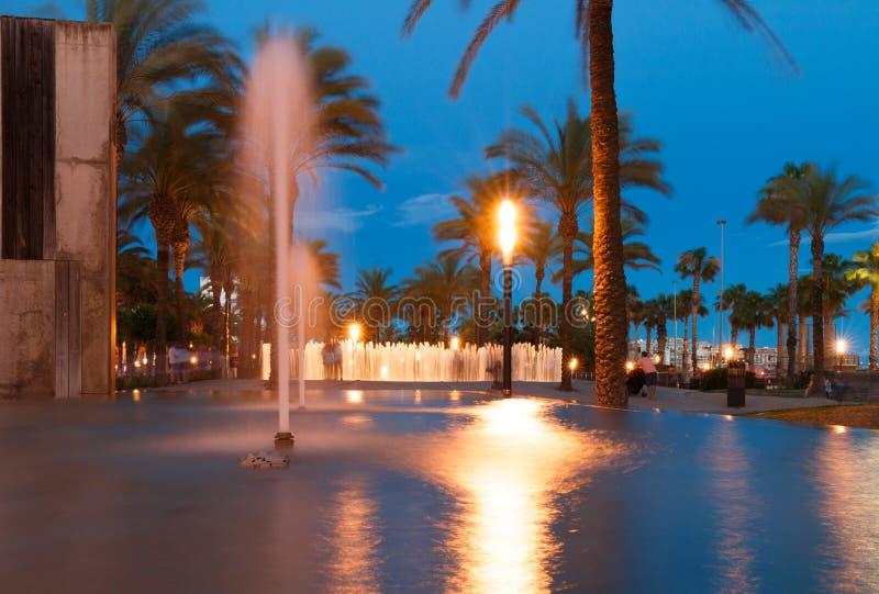 Fontaine d'eau colorée photographie stock libre de droits
