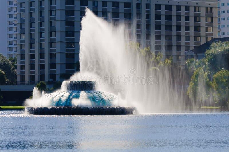 Fontaine d'eau d'Eola de lac photo stock