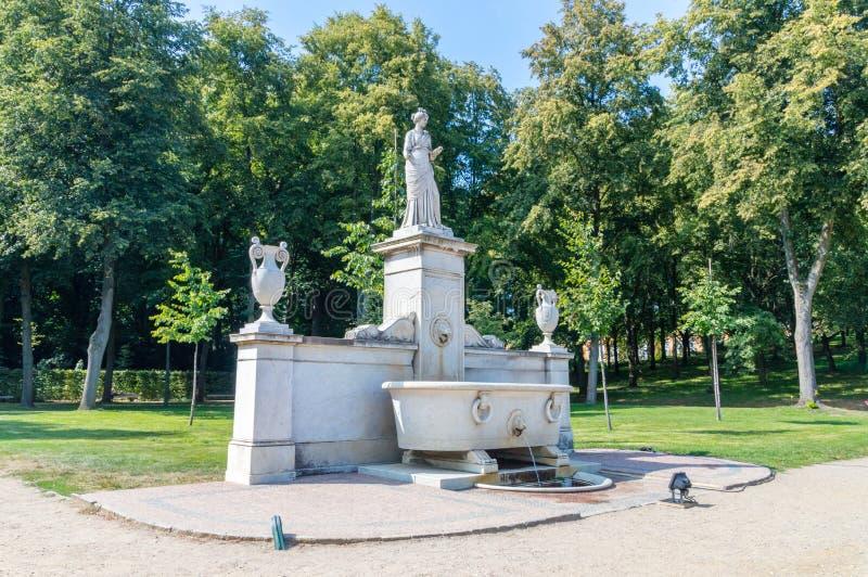 Fontaine d'eau de sculpture en parc de Sanssouci image libre de droits