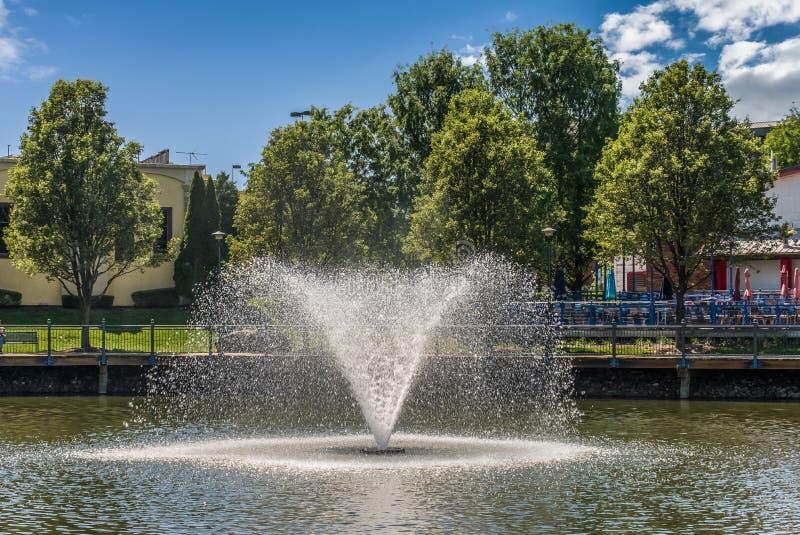 Fontaine d'eau en parc de voisinage du Maryland images stock