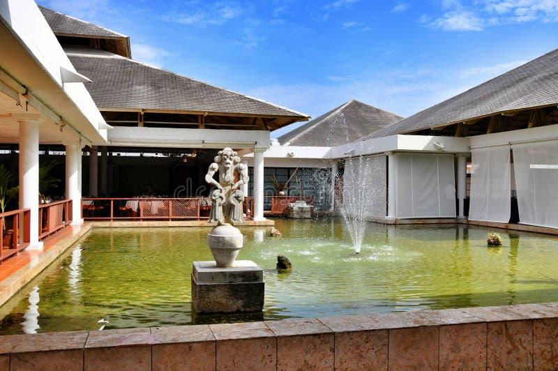 Fontaine dans l'hôtel Catalogne Bavaro royal en République Dominicaine  images libres de droits