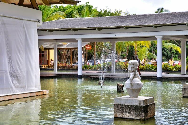 Fontaine dans l'hôtel Catalogne Bavaro royal en République Dominicaine  photo libre de droits