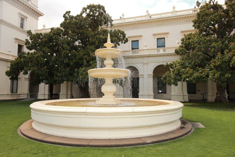 Fontaine dans la Chambre de gouvernement à Melbourne, Victoria photos stock
