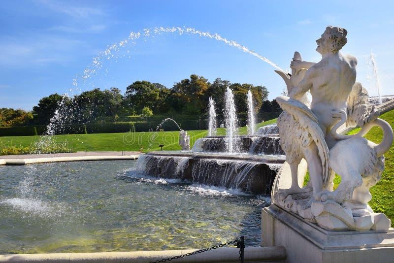 Fontaine dans les jardins du belvédère à Vienne, Autriche images stock
