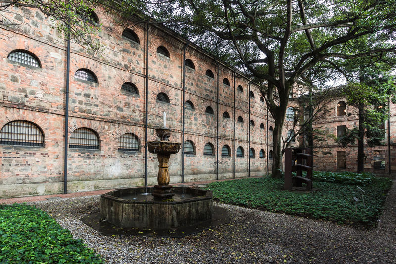Fontaine dans Museo Nacional Bogota Colombie photos libres de droits