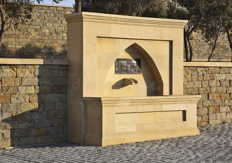 Fontaine dans Suraxanı près de Bakou l'azerbaïdjan photos stock
