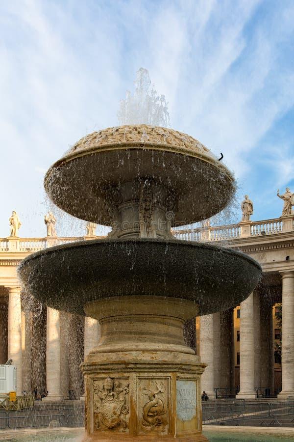 Fontaine de Bernini à la place du ` s de St Peter photographie stock libre de droits