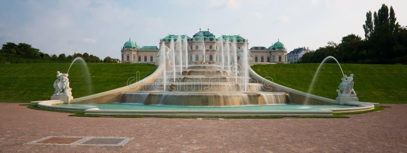 Fontaine de château de belvédère images libres de droits