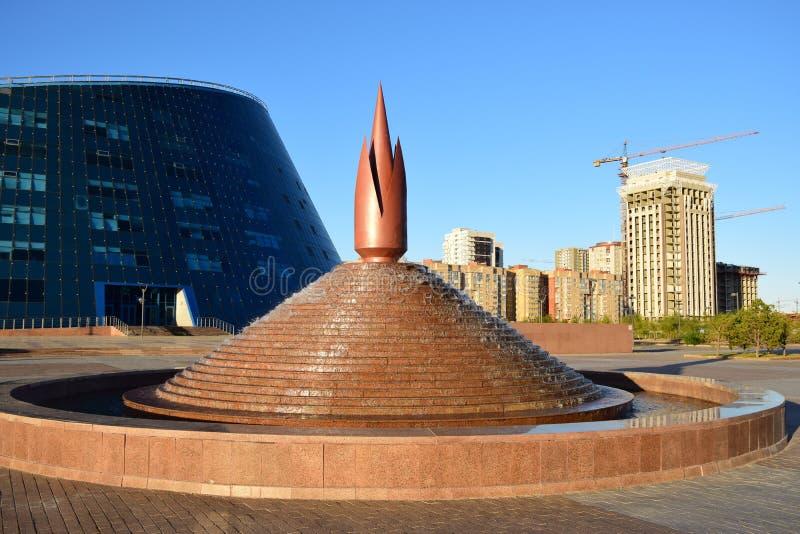 Fontaine de conception originale à Astana image stock