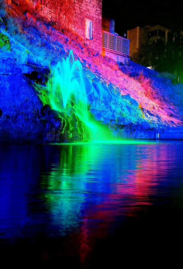 Fontaine de couleurs images stock