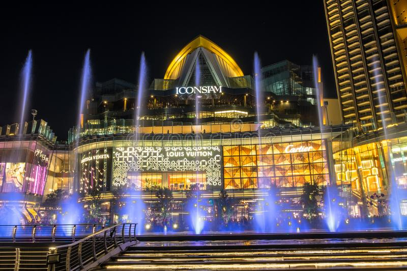 Fontaine de danse au bâtiment Thaïlande d'ICONSIAM photo stock