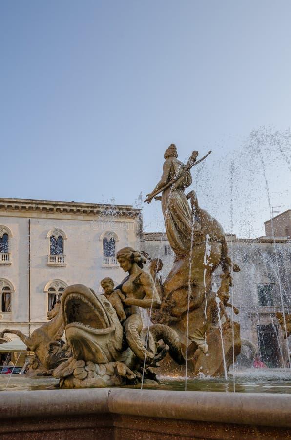Fontaine de Diana dans Ortigia Syracuse Sicile image stock