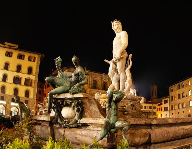 Fontaine de Florence Italie Neptune la nuit image stock
