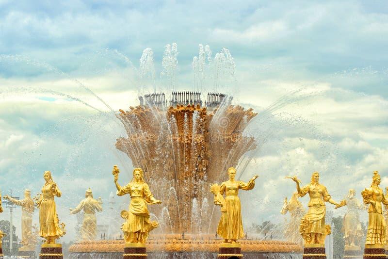 Fontaine de l'amitié des nations sur le vdnkh, Moscou, Russie photographie stock libre de droits