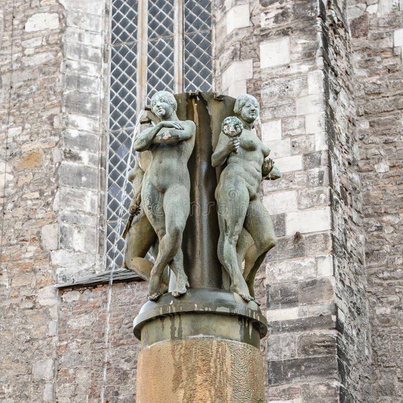 Fontaine de Muse et statue des femmes nues au concert Hall Saint Ul photographie stock libre de droits