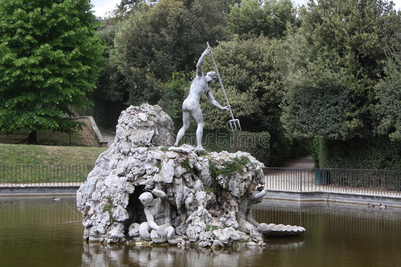 Fontaine de Neptune au centre des jardins de Boboli Le sculpteur, Stoldo Lorenzi Florence photographie stock libre de droits