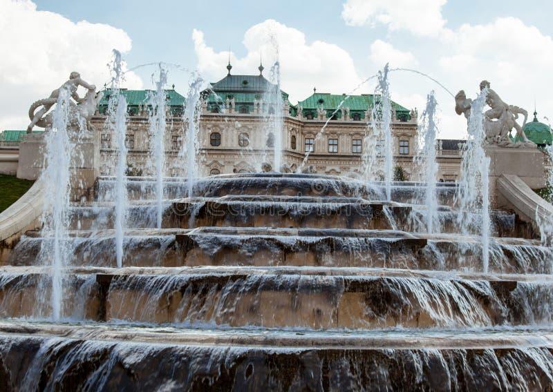 Fontaine de palais de belvédère image libre de droits