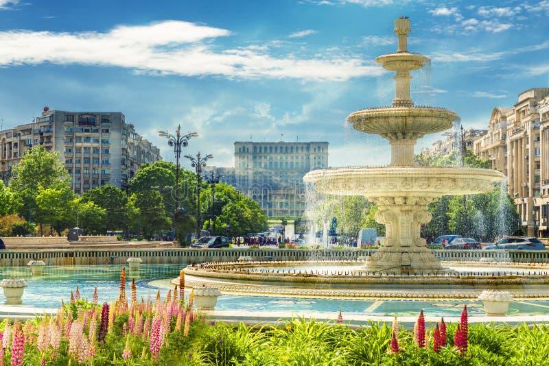 Fontaine de place centrale Bucarest images libres de droits