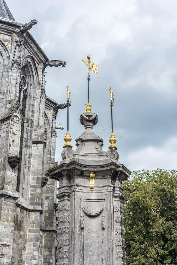 Fontaine de puits de Pilory à Mons, Belgique. images stock