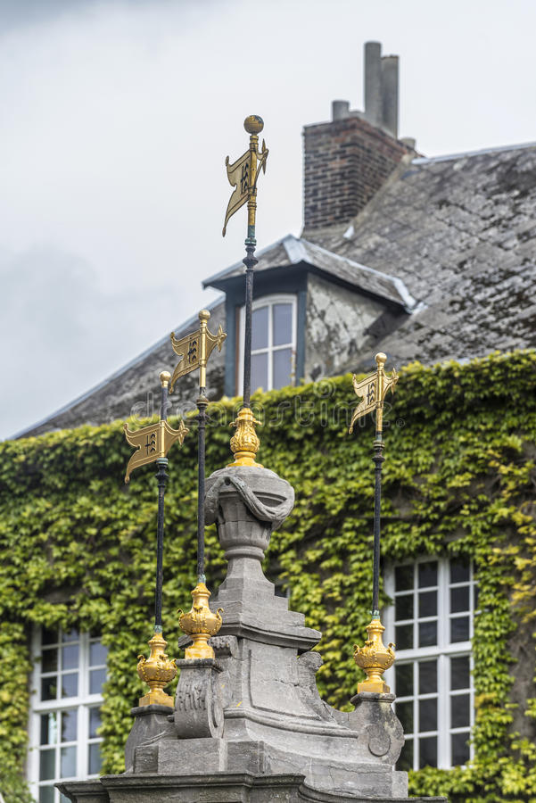 Fontaine de puits de Pilory à Mons, Belgique. photographie stock libre de droits