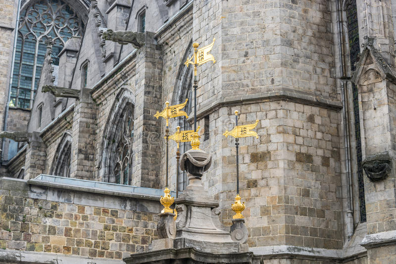Fontaine de puits de Pilory à Mons, Belgique photos stock