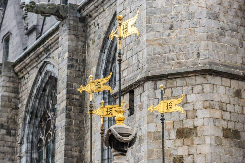 Fontaine de puits de Pilory à Mons, Belgique image libre de droits