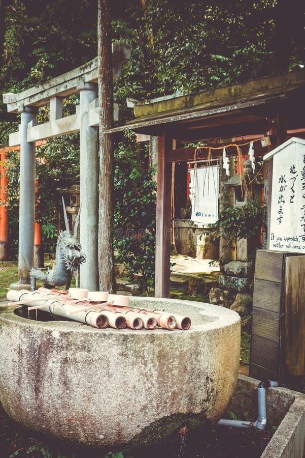 Fontaine de purification à shoren-dans le temple, Kyoto, Japon images stock