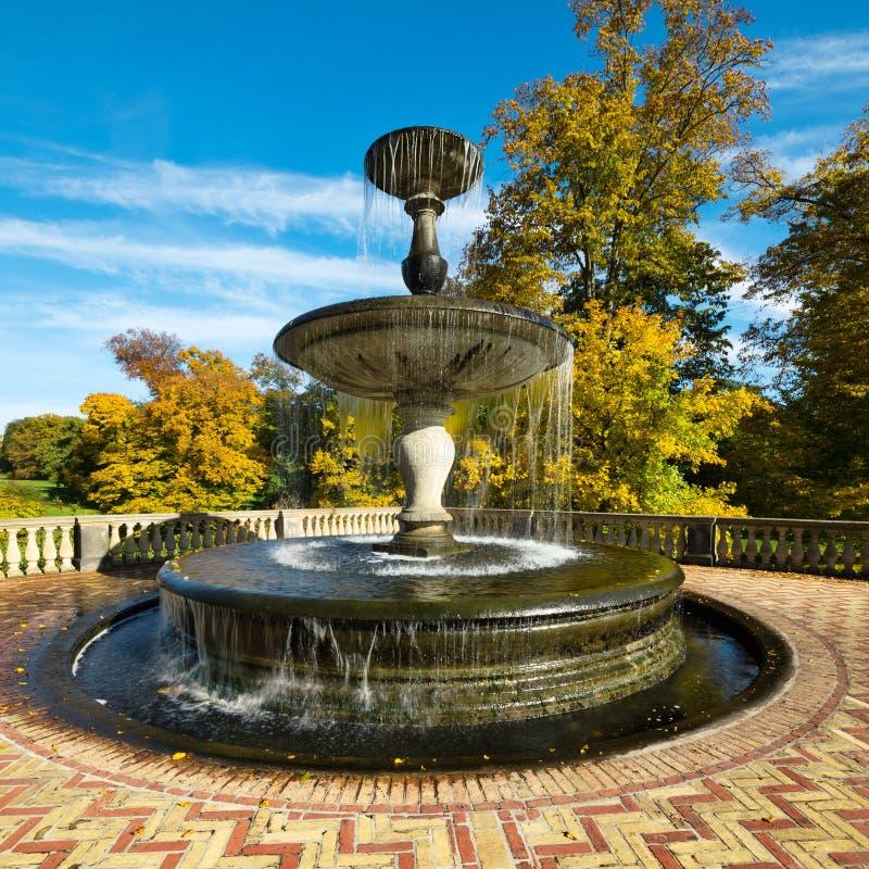 Fontaine de Rossbrunnen en parc de Potsdam Sanssouci image stock
